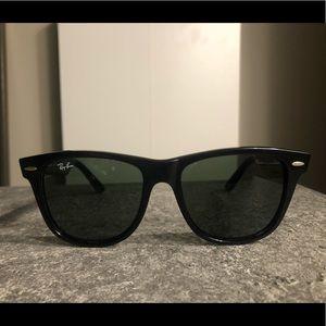 Black Ray-Bans Wayfarer